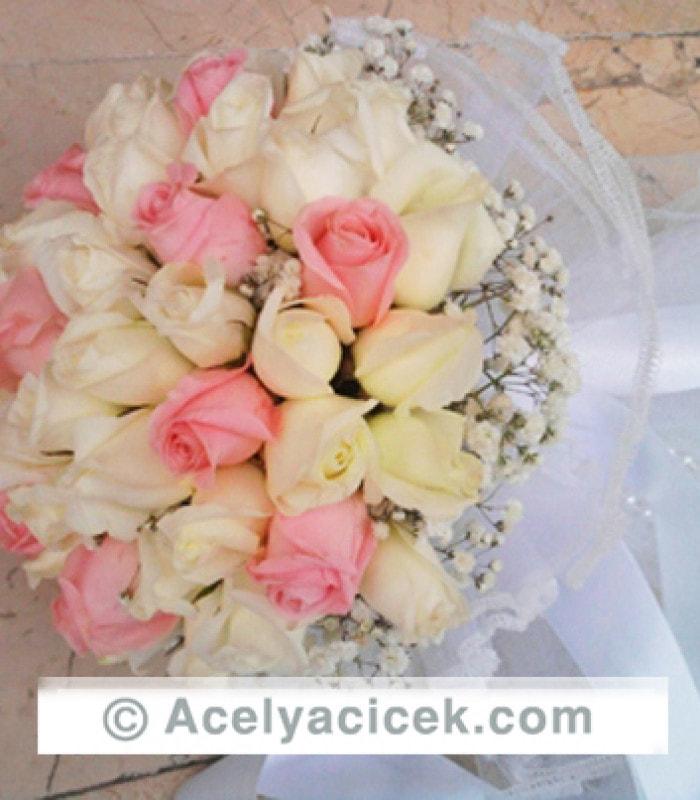 Güllerden Hazırlanmış Canlı Gelin Çiçeği