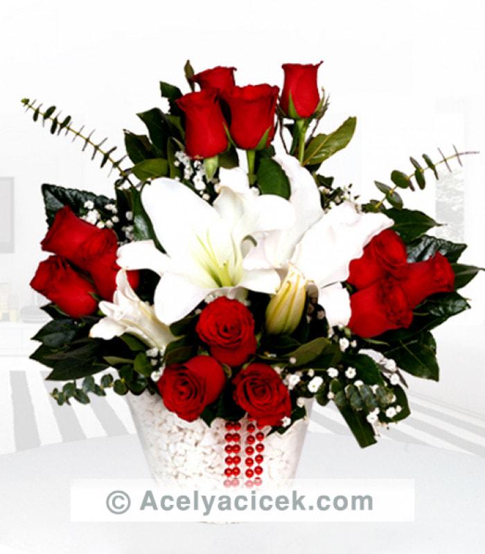 Kırmızı Gül ve Beyaz Lilyumun Dünyası