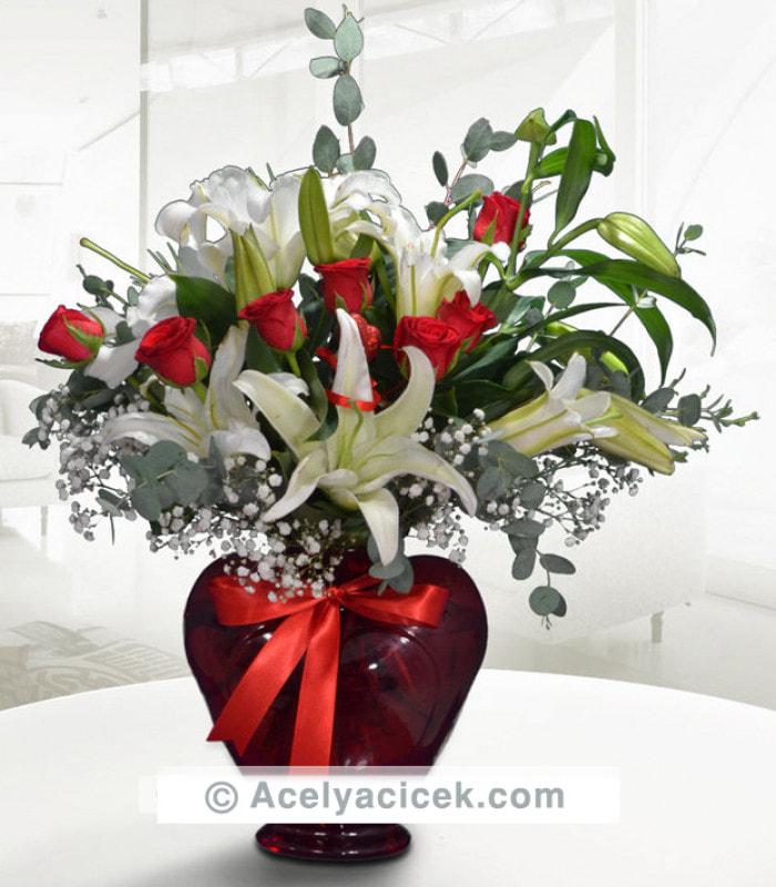 Kırmızı Gül Beyaz Lilyum Aranjmanı