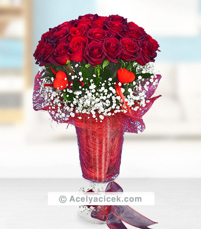 Vip Vazoda Kırmızı Güller